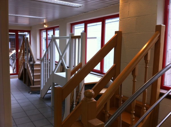showroom portes et escaliers bois sur mesure li ge. Black Bedroom Furniture Sets. Home Design Ideas